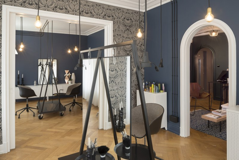 upstairs amenagement d 39 un salon de coiffure ekarchitecte. Black Bedroom Furniture Sets. Home Design Ideas